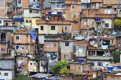 Favela in Rio de Janeiro 1698x1131
